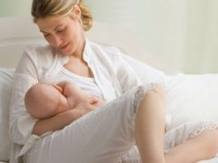 Кормление новорожденного: хватает ли молозива ребенку?