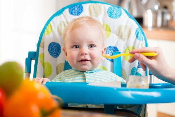 Ребенок 8 месяцев кушает пюре