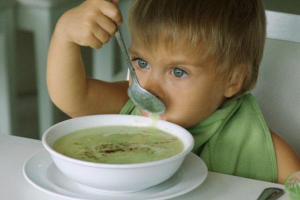 Прикорм ребенка супом