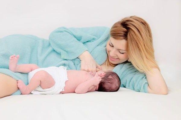 Кормление малыша после родов