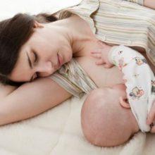 Мыть грудь перед кормлением: нужно ли и если да, то как?