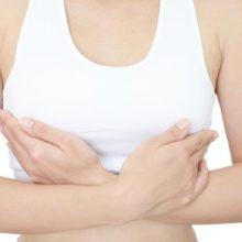 Чешется грудь при лактации: что делать?