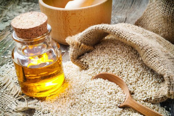 Кунжутное масло и семечки