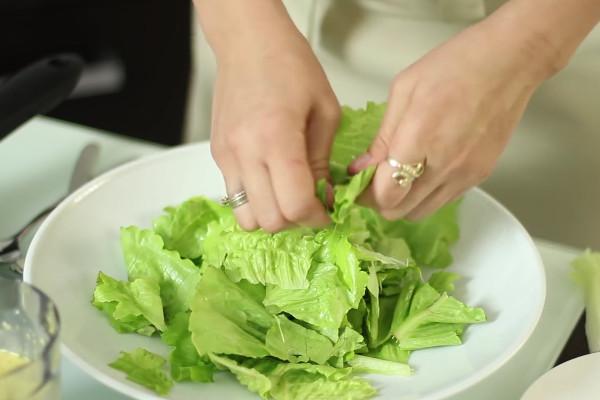 Как измельчить листья салата