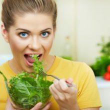 Можно ли кормящим мамам листья салата?
