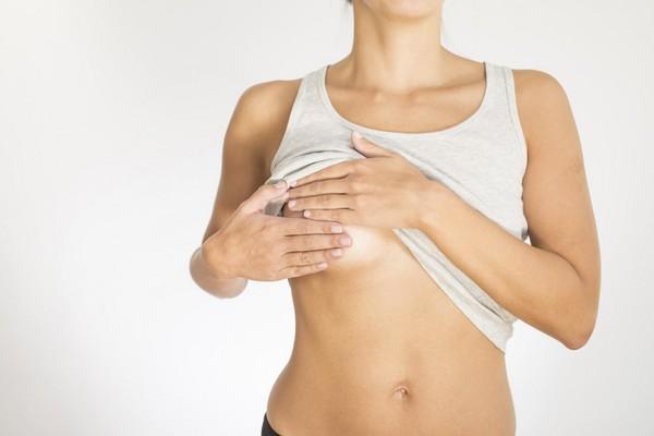 Боли в груди у женщины